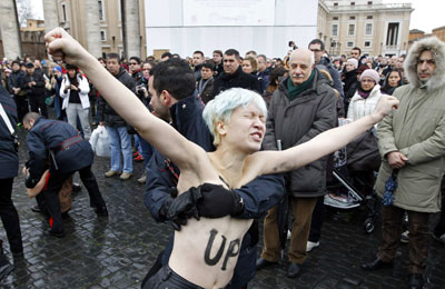 femen protest louvre - photo #46