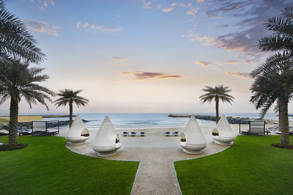 The ajman palace opens beach and pool to the public for Public swimming pools in ajman