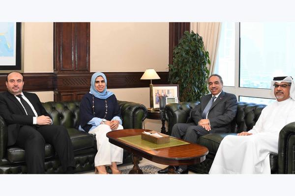 Eng Essam bin Abdulla Khalaf receives Eng Mariam Abdulla Amin.