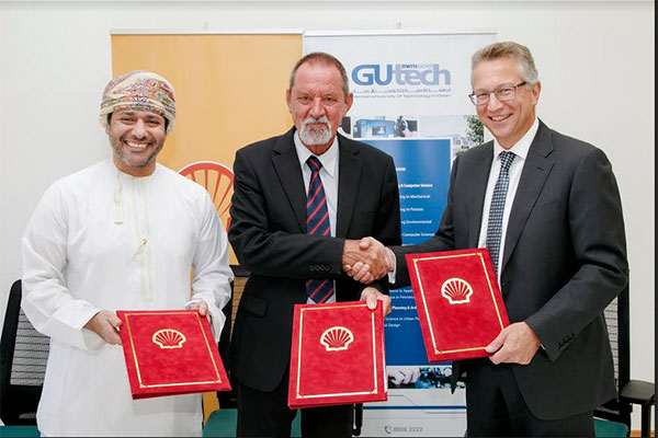 Shell Oman represented by Chris Breeze and Mohammed<br>Al Balushi and Prof Michael Modigell