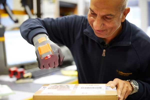 Smart data glove