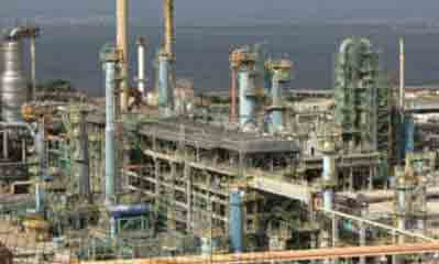 Total refineries are hit by farmers' blockade