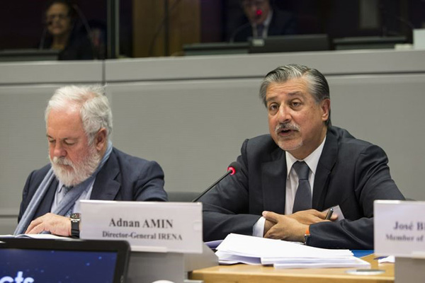 Irena's director general Adnan Z Amin (R)