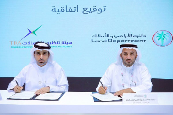 Al Mansoori and Bin Mejren signing the agreement.