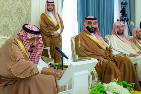 Saudi King Salman launching the projects at Qasim.Image/SPA