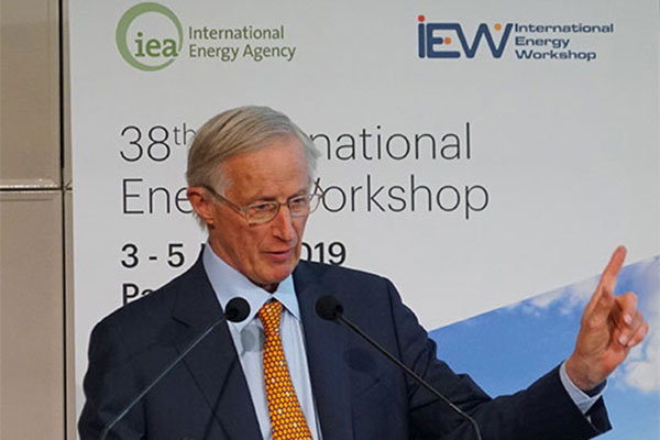 Professor William Nordhaus delivers his opening keynote<br>address at IEW 2019 in Paris (Photograph: IEA)