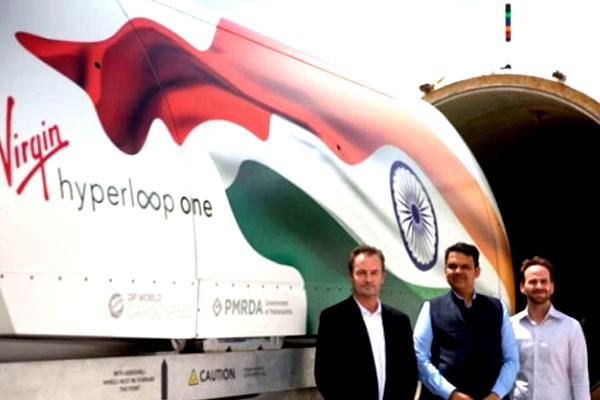 Maharashtra CM Devendra Fadnavis with VHO officials at the Navada facility.