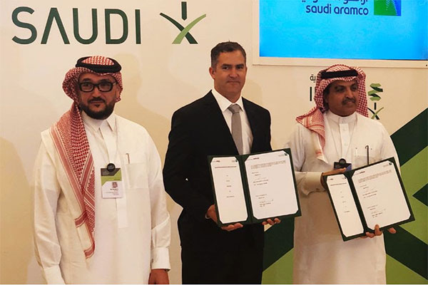 Jasper Holdsworth (centre) with Saudi Aramco dignitaries